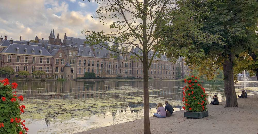 Binnenhof and Hofvijver, two of the best things to do in The Hague