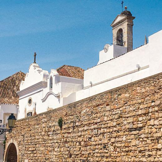 Arco do Repouso with its built-in chapel Nossa Senhora do Repouso in Algarve Faro
