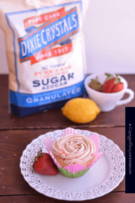 Strawberry Lemonade Cupcakes from Cosmopolitan Cornbread - Perfect for summer!