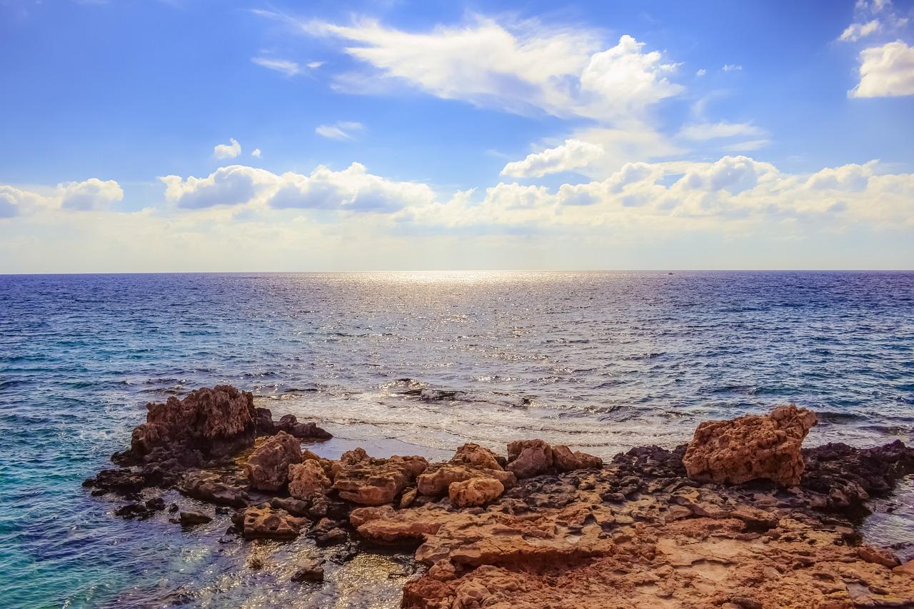rocky-coast-2886378_1280