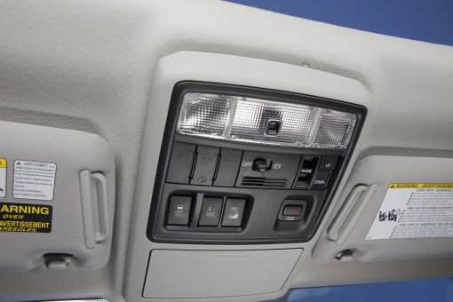 Activate the CRAWL control and hill assist in the ceiling. But 4 wheel-drive on a knob in the center console?