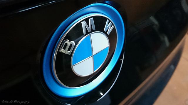 BMWのエンブレムの画像