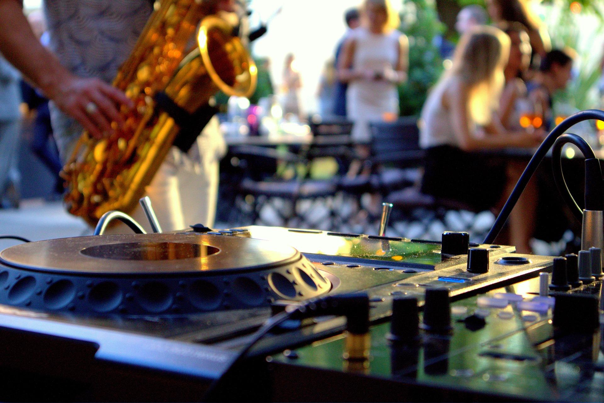 Ibiza Style DJ & Sax Villa Party