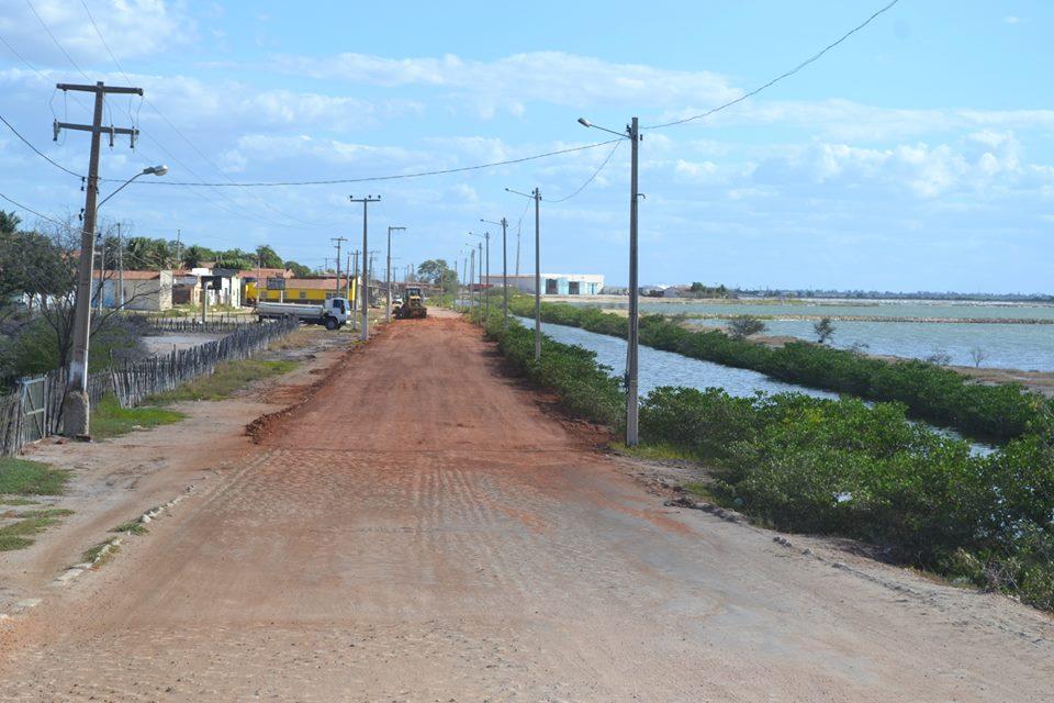 Recuperação do acesso ao populoso bairro Pedrinhas (Foto: Erivan Silva)