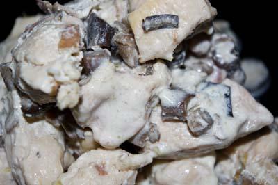 Piept de pui cu costiță și ciuperci