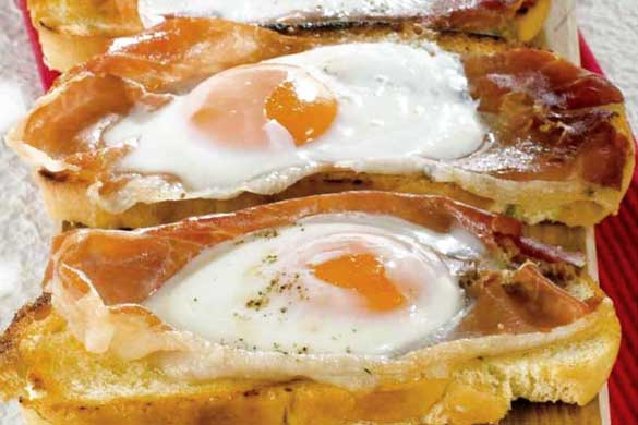 Tartine calde la cuptor cu ochiuri