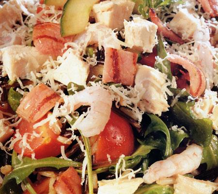 Salată de pui cu de toate