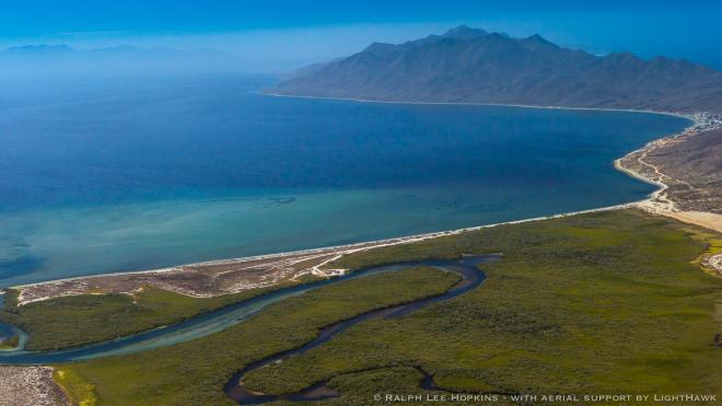 La comunidad de Isla Magdalena, llamada Puerto Magdalena, en imagen aérea. Foto: Ralph Lee Hopkins