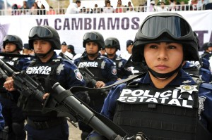 Apenas el pasado martes, estuvo en el municipio de Emiliano Zapata, en El Lencero, Miguel Osorio Chong-de Gobernación-para la graduación de 883 nuevos elementos, 245 de la séptima generación y 404 de la octava, al igual que 220 que cumplieron con el Curso de Policía Municipal Acreditable.