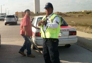 Los choferes que prestan un servicio público ya no respetan ni a los oficiales de Tránsito del Estado.