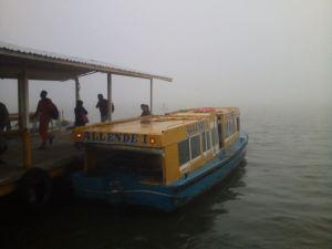 El Paso de Lanchas no fue cerrado por la niebla; más no así el servicio de transbordador que fue abierto hasta después de las 10:30am por Capitanía de Puerto. (Foto Félix Olarte)
