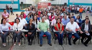 El munícipe visitó 3 escuelas de la colonia Ampliación López Mateos, donde se comprometió con más obras