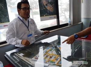 Rubén Hernández, ingeniero de Etileno XXI, en la coordinación de proyectos.