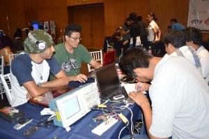 Estudiantes del Tecnológico de Xalapa diseñaron un modelo sistemático de Detección y Localización de Fugas en Tuberías de Pemex, durante el pasado Hackaton Coatzacoalcos 2014, realizado en el Centro de Convenciones.