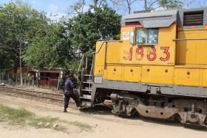 El tren con los agujeros de bala de los agresores, una banda dedicada al secuestro y extorsión de migrantes.