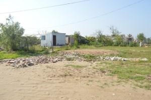Colonias irregulares como Esmeralda de la Esperanza invadieron el pantano, lo rellenaron con basura y tierra lo que entorpece el flujo de la Laguna La Alameda.