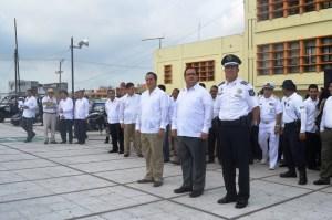 El Gobernador Javier Duarte y el alcalde Joaquín Caballero en la ceremonia oficial por arranque del operativo especial Blindaje Coatzacoalcos.