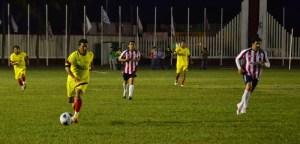 El partido amistoso cautivó la atención del público ante la destreza de sus jugadores de primer nivel.