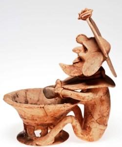 Pequeña escultura de Huehuetéotl, representación de un dios anciano relacionado con el fuego.