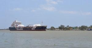 Mueven combustóleos hacia Dos Bocas.