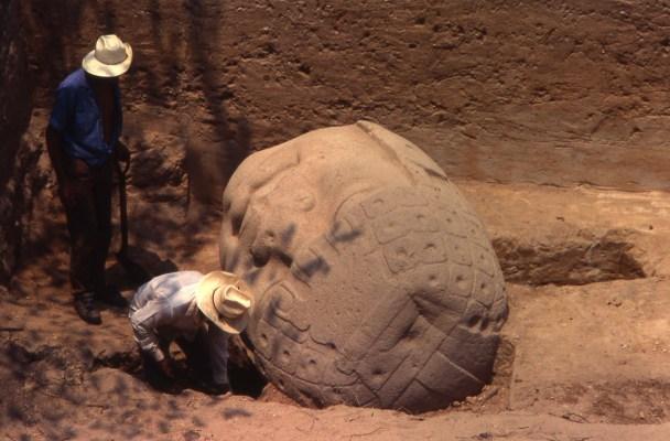 Descubren origen de Olmecas con pruebas de ADN en tumbas de San Lorenzo