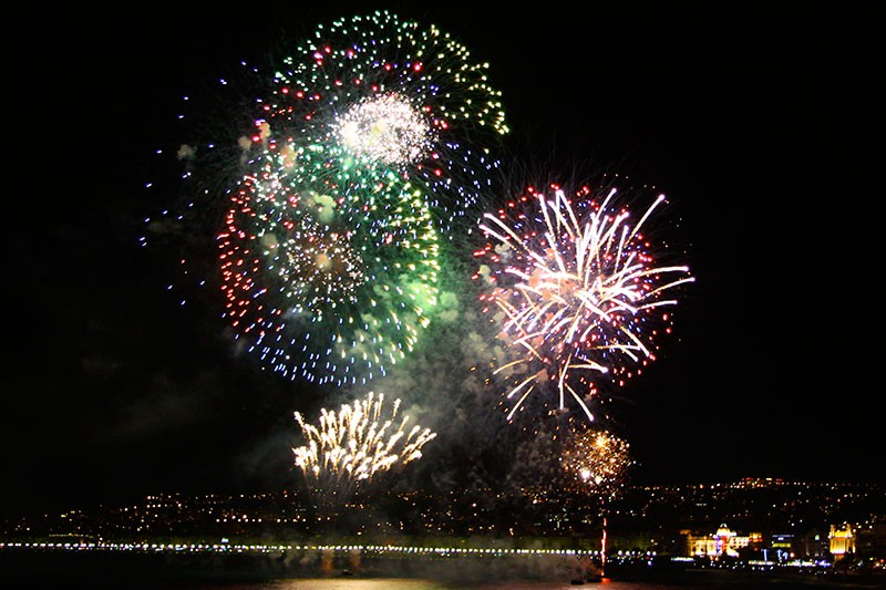 Música y Fuegos Artificiales en Niza