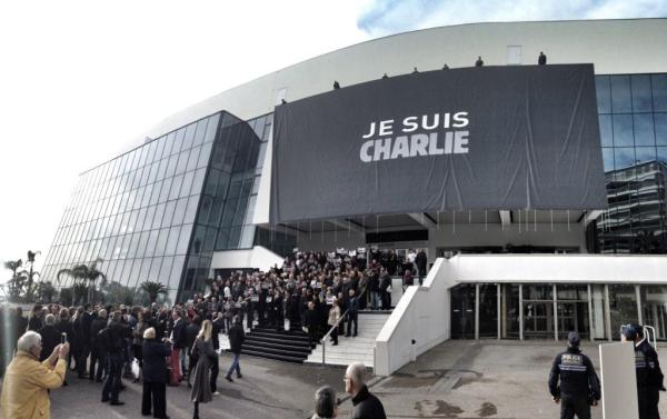 Lona Palacio de festivales Cannes Je suis Charlie