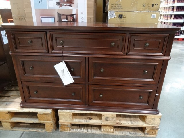 Pulaski Furniture Manning Dresser