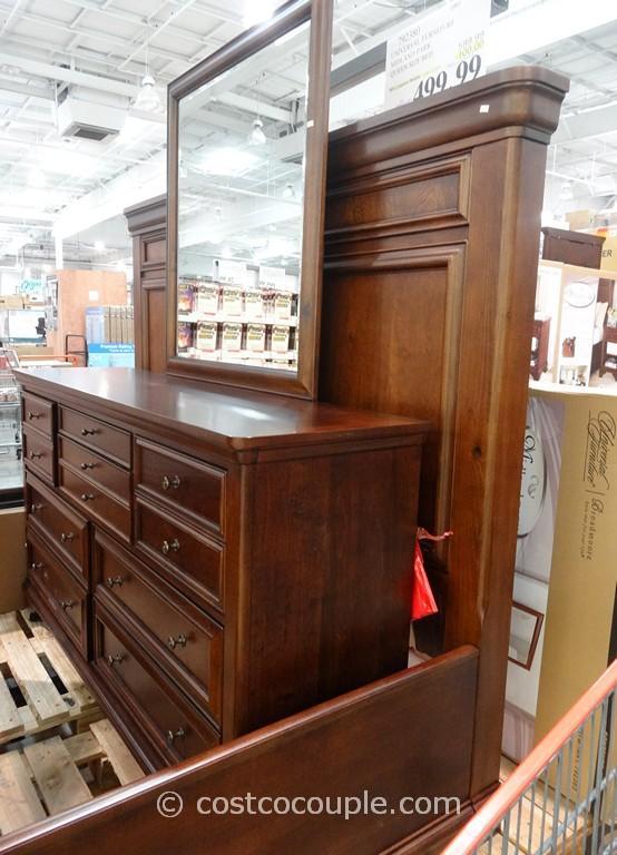 Universal Furniture Midland Park Dresser And Mirror
