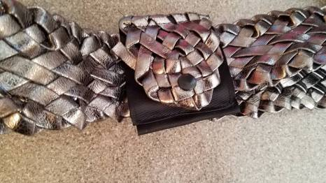 purse for coin made of grosgrain ribbon, snap and belt end