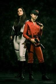 """Diana et uniforme visiteur d'après la série """"V"""""""