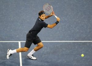 roger-federer-set-to-hit-a-backhand-volley-at-the-us-open-2010