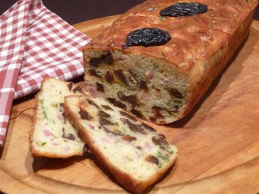 Cake pruneaux lardons
