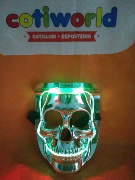 Careta plastica con luz led de calavera