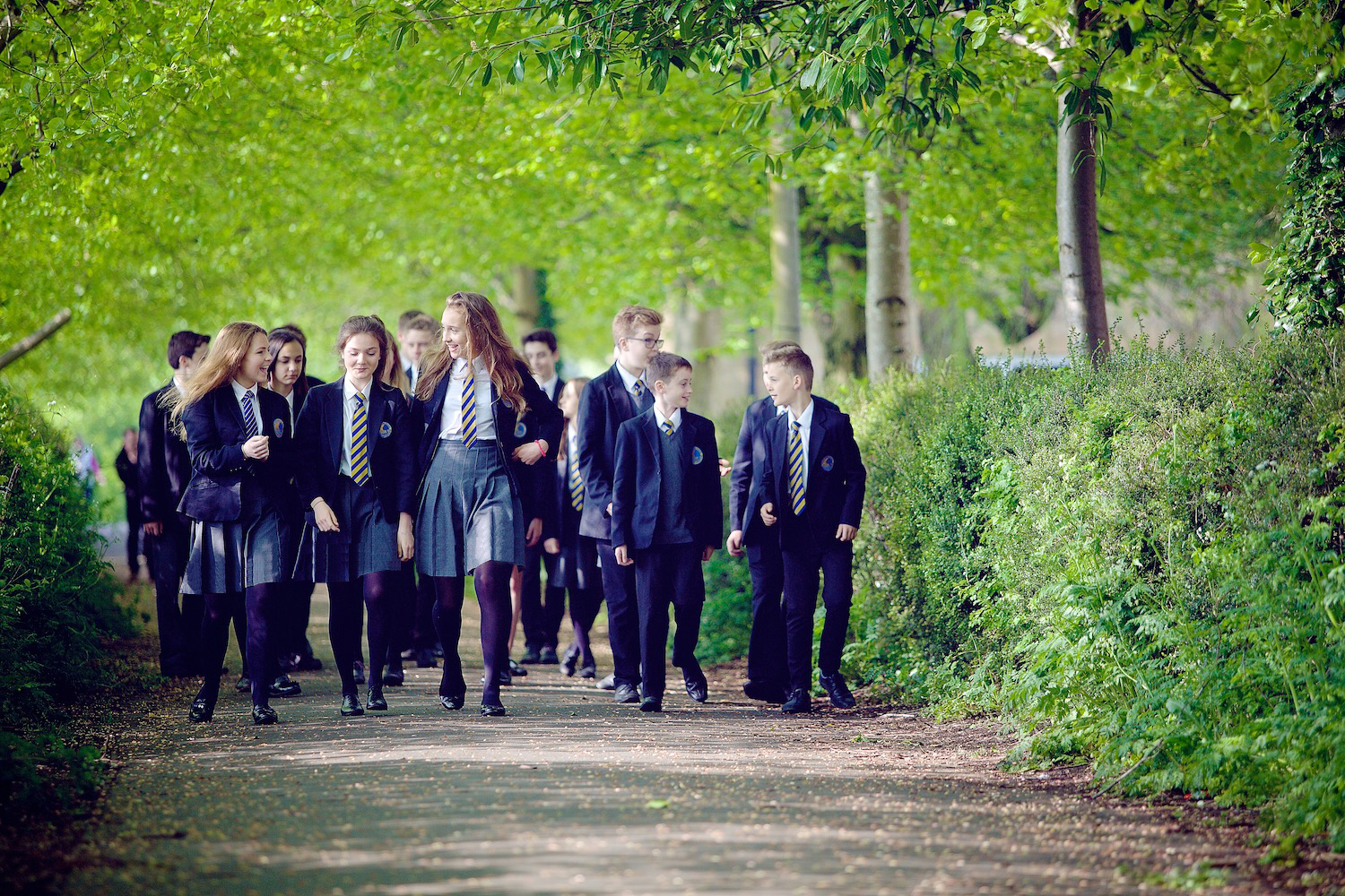 Pupils walking 001 – longer skirts and tie