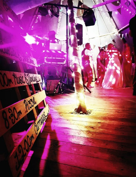 Hit the dancefloor - Cotswold Tipis wedding