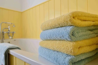 cotswold-village-rooms-cosy-corner-cottage-bathroom-towels