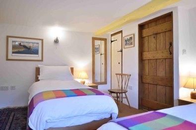 cotswold-village-rooms-cosy-corner-cottage-bedroom