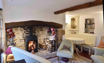 cotswold-village-rooms-cosy-corner-cottage-sitting-room-2