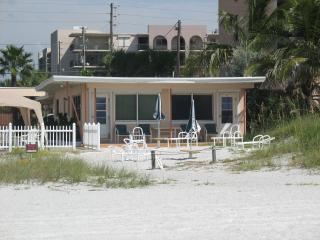 Ground floor DIRECT Beach front!
