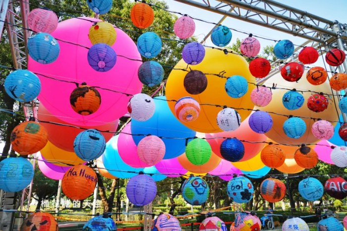 2020台灣燈會在台中倒數100天,台中公園率先點燈~繽紛花燈點亮湖面