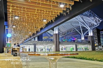 台中火車站最新黑貓大旅社開放打卡啦!鐵鹿大街最新開幕港式咖啡廳入夜超美的~