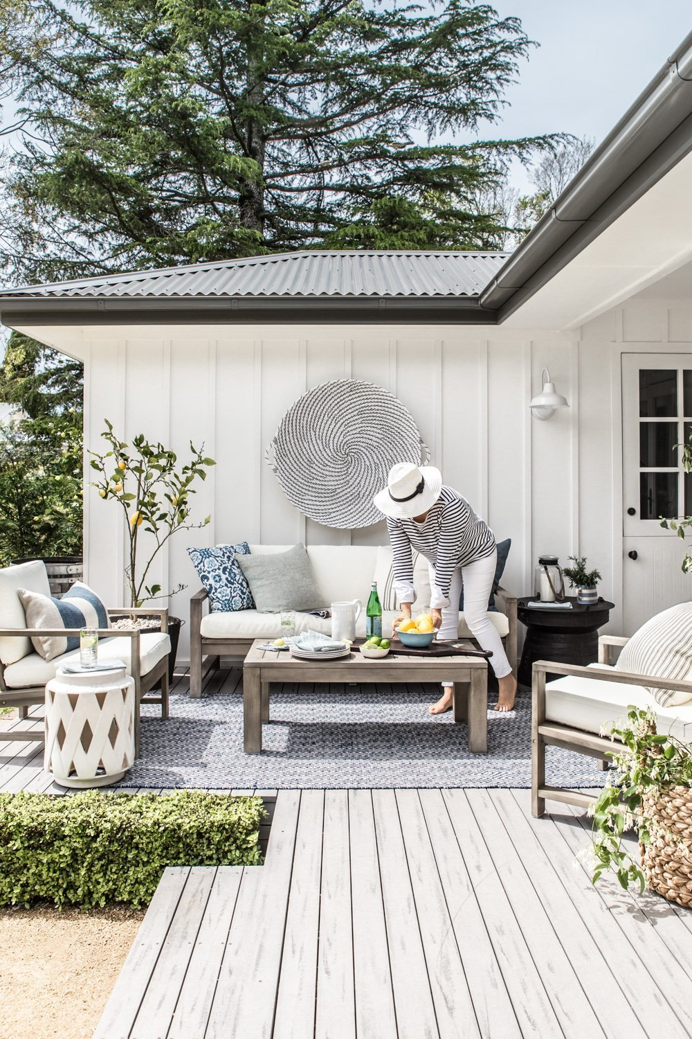 Our outdoor makeover with Pottery Barn - COTTONWOOD & CO on Farmhouse Outdoor Living Space id=98177