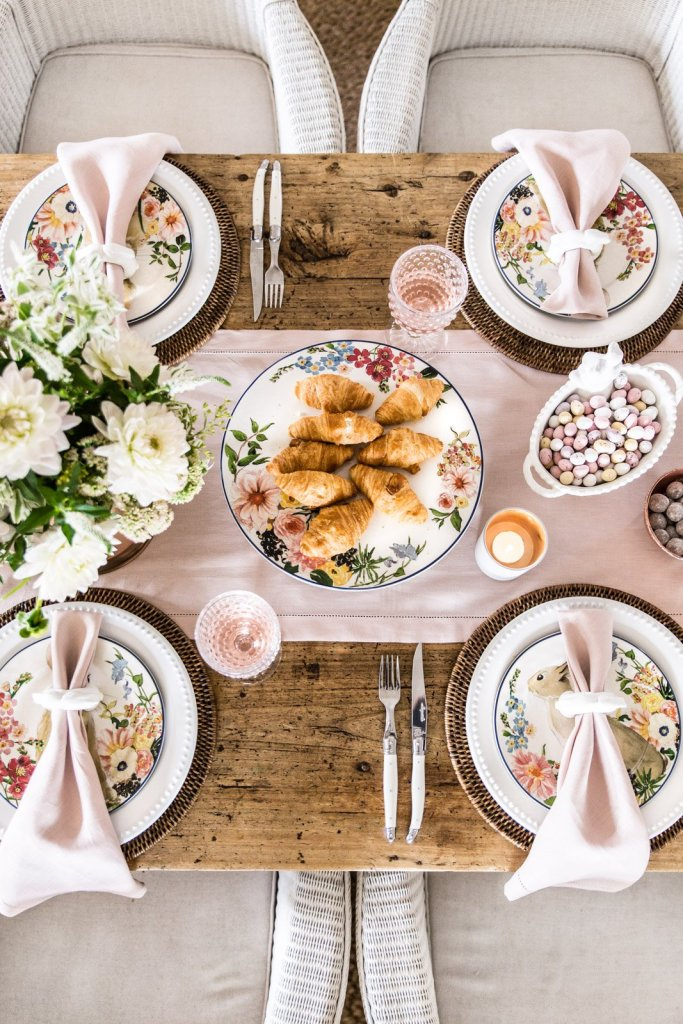 stylish easter table