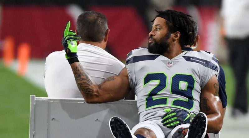 Earl Thomas, Earl Thomas Flips Sideline the Bird as he Gets Carted Off