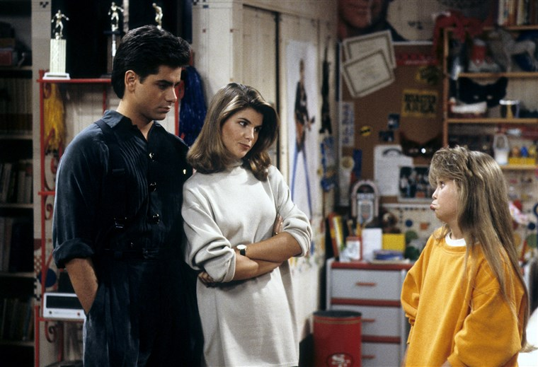 190313-aunt-becky-lori-loughlin-full-house-cs-918a_eee240e5d6183491c2ace947fdc0440a.fit-760w.jpg
