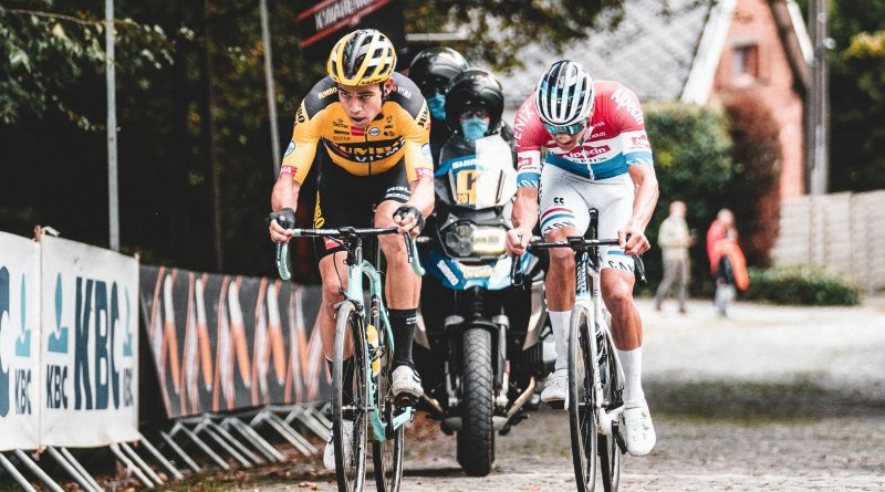 Wout van Aert and Mathieu van der Poel go head to head in the 2020 Ronde van Vlaanderen.