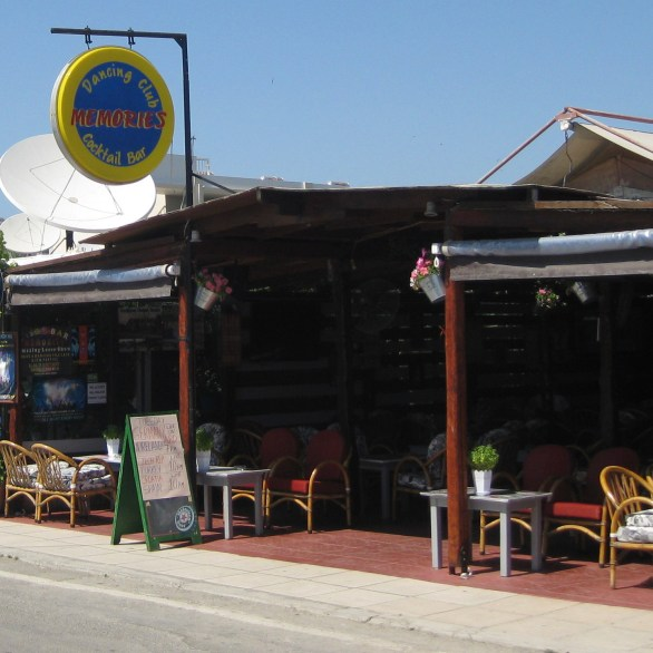 Memories Bar, Tigaki, by day