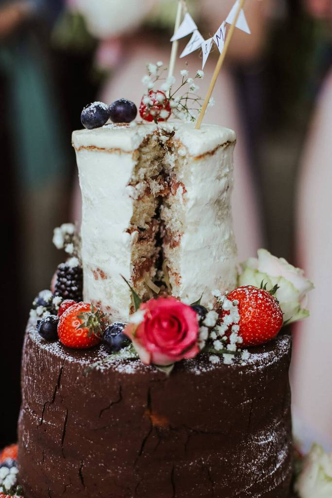rustic-wedding-cake-3-stöckige-hochzeitstorte-vintage-naked-cake (10)