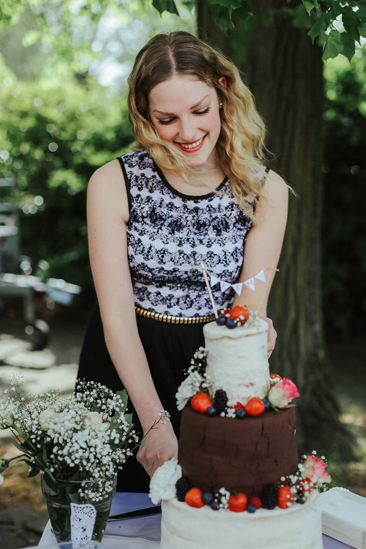 rustic-wedding-cake-3-stöckige-hochzeitstorte-vintage-naked-cake (11)